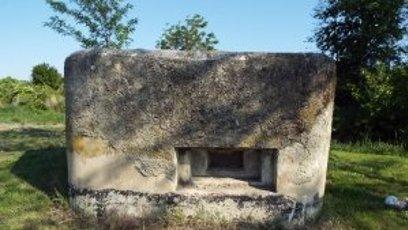 Dyjákovice – bunkr s pozemkem.