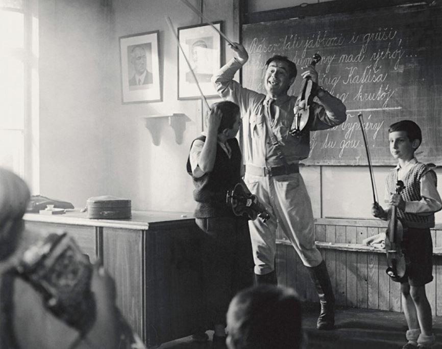 Jan Tříska a Václav Jakoubek ve filmu Obecná škola (1991).