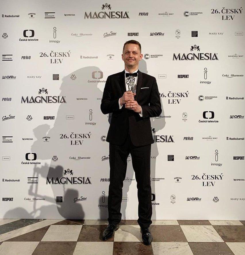 Nejlepším filmem letošního 26. ročníku Českého lva se stal film Všechno bude! Cenu převzal producent Jiří Konečný.