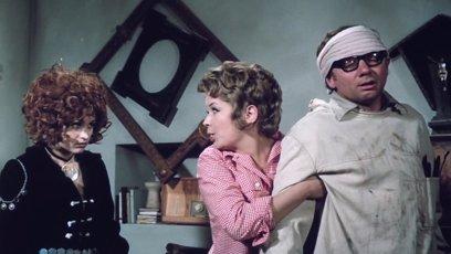 Petra Černocká, Jana Drbohlavová a Vlastimil Hašek v Dívce na koštěti (1971)