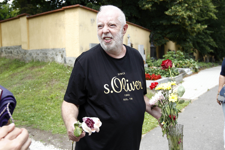Při obřadu nechyběl ani vdovec po Evě Pilarové Jan Kolomazník.
