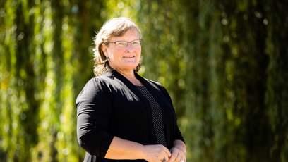 Vladimíra Lesenská (* 1964) za SPD vystudovala fakultu pozemních staveb ČVUT v Praze, poté působila například jako samostatná projektantka. Je vdaná a má dvě dcery.