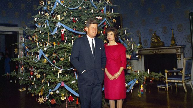Robert Knudsen. White House Photographs. John F. Kennedy Presidential Library and Museum, Boston, Public domain